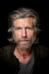 Karl Ove Knausgård fortjener honnør for å  snakke åpent om menn, og mest om seg selv. Foto: André Løyning, Oktober Forlag